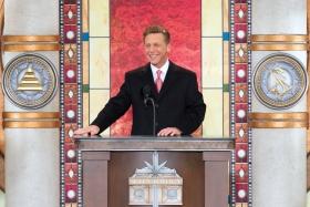 O Sr. David Miscavige, Presidente da Junta de Religious Technology Centere líder eclesiástico da religião de Scientology, oficializou a inauguração da nova Igreja de Scientology da Grande Cincinnati.