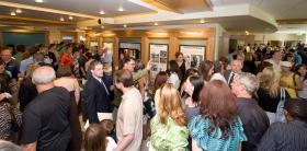 Scientologists e convidados visitaram o Centro de Informação Público da nova Igreja, incluindo exibições multimédia com apresentações e ilustrações das crenças de Scientology e a vida do seu fundador L. Ron Hubbard.