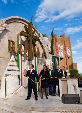 O Sr. David Miscavige liderou o corte da fita para inaugurar a nova Igreja de Scientology de Roma, unidos pela Diretora Executiva da Igreja e dignitários, marcando a maior expansão em 30 anos de Scientology na Itália.